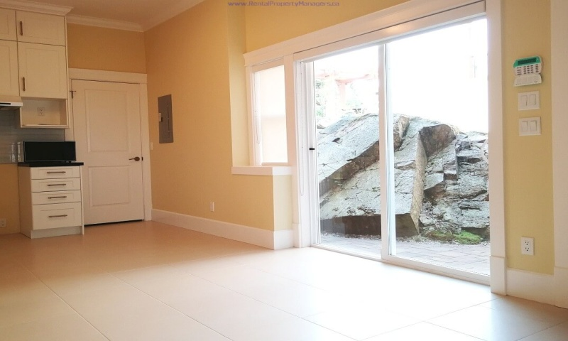 1xxx Eyremount Drive, West Vancouver, 2 Bedrooms Bedrooms, ,2 BathroomsBathrooms,House (Ground Floor),Rented and Being Managed,1xxx Eyremount Drive, West Vancouver,1018